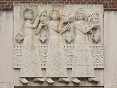 Dordrecht - Sculptuur aan de Vismarkt (grotevriendelijkereus) Tags: city sculpture holland netherlands statue town nederland sculptuur center relief dordrecht centrum stad zuid beeldhouwerk