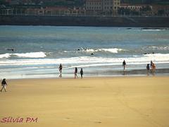 Paseando (silviapm85) Tags: sea people mar spain gente gijón asturias playa olympus personas paseo orilla playasanlorenzo e410