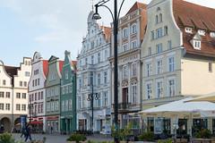 Rostock - Neuer Markt (CocoChantre) Tags: de deutschland haus bauwerk rostock fassade passant neuermarkt mecklenburgvorpommern
