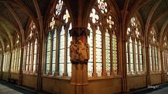 Claustro alto de la Catedral de Burgos. (lumog37) Tags: gothic esculturas cathedrals cloisters sculptures catedrales gótico claustros