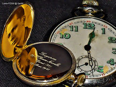 Memory of a friendship 1941 (GerWi) Tags: stilllife france hospital germany french soldier deutschland frankreich war friendship watch 1940 dial guerra indoor krieg relationship gift ww2 1942 pocket clockwork guerre geschenk 1941 1939 soldat 1944 1943 deutsch pocketwatch  taschenuhr franzsisch uhrwerk beziehung weltkrieg 2weltkrieg relojdebolsillo     francja wojna  ziffernblatt    onierz     diguerra ligeron  klappuhr vlen  altetaschenuhr oldpocket zegarekkieszonkowy