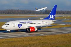 "SAS Boeing 737-700 LN-TUD ""Julefly"" (gooneybird29) Tags: christmas airplane airport aircraft airline boeing flughafen muc sas flugzeug 737 lntud julefly"