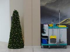 Allüberall auf den Tannenspitzen sah ich goldene Lichtlein blitzen. (remember moments) Tags: dietmarvollmer christmas xmas weihnachten tree stilllife vehicle wheels frohesfest