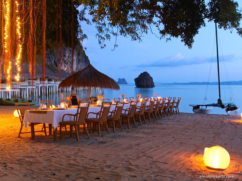 Apulit Island -  Beach Dinner
