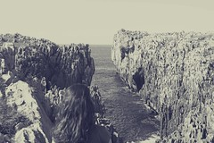 la espera... (patoche 38) Tags: attente espera waiting mar mer sea blancoynegro noiretblanc blackandwhite monochrome erosion falaise acantilado horizonte horizon cliff paysagemaritime maritimelandscape soledad solitude asturias