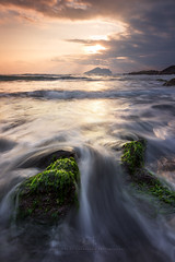 Green algae (agapicture) Tags: sky sunrise morning seascape sea beach waves water taiwan ilan travel