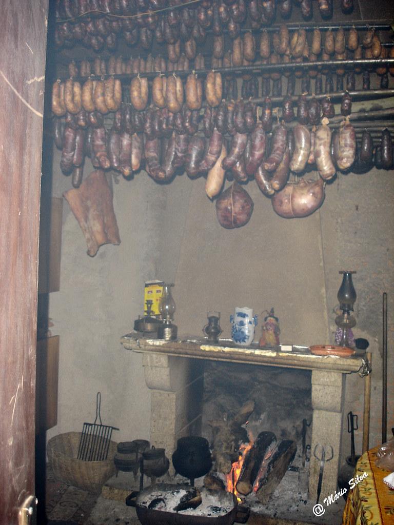 Águas Frias (Chaves) - ...cozinha tradicional ...