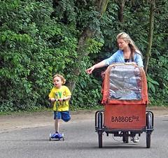 Amsterdam Life; Mamafiets (Nik Morris (van Leiden)) Tags: amsterdam bike mama vondelpark fiets bakfiets babboe mamafiets olympusstylus1