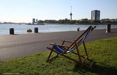 Blijvend vrij uitzicht (Maurits van den Toorn) Tags: river rotterdam chair deckchair stoel hotelnewyork euromast rivier nieuwemaas strandstoel