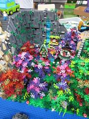 IMG_6855 (LUG Festibriques) Tags: montagne dragon lego exposition fantasy hotdogs jeu caverne fantastique auxerre 2015 scoubidou festibriques