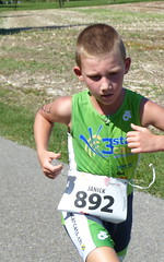 Green (Cavabienmerci) Tags: boy sports boys sport race children schweiz switzerland kid  child suisse running run course runners pied runner triathlon laufen triathlete lufer lauf 2015 uster