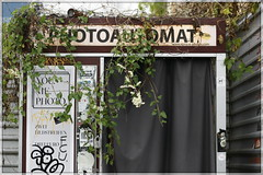overgrown automat (piktorio) Tags: street plants detail green kreuzberg photography rust curtain over growing typo treptow fotoautomat photoautomat piktorio