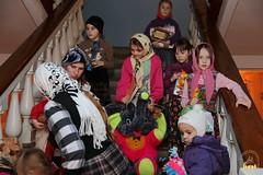 16. Humanitarian assistance for refugees at Svyatogorsk Lavra / Раздача гуманитарной помощи беженцам Лавры