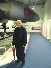 Dad & Avro Vulcan B2 XL318 at RAF Museum, Hendon 01.11.16 (Trevor Bruford) Tags: raf museum hendon london aircraft plane airplane military aviation warbird bomber jet hall delta lady tin triangle avro vulcan b2 xl318 cold war nuclear royal air force