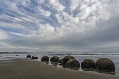 Nouvelle Zélande (zumaqueromf) Tags: nouvellezélande mer moeraki boulders rochers océan nuages plage boules