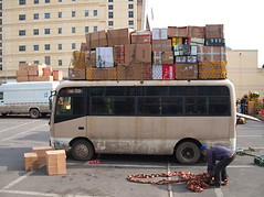 Transporter (gerrit-worldwide.de) Tags: beijing china asia muxiyuan car transporter bus overweight olympus em1 panasonic lumix2017 2016 shipment transport 北京 中国 亚洲 木樨园 超重