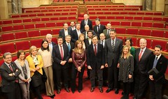 Foto de familia de los grupos parlamentarios con la dirección del PPC