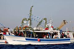 Porto Cesareo (LE), processione a mare (Adriano_2) Tags: portocesareo lecce italia processione barche santacesarea mare blu santamaria jonio bambino barca puglia peopleenjoyingnature cerimonie tradizioni