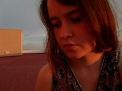 Sol edad (Lola Massotti) Tags: sol girl rojo chica retrato lips sensual labios puesta naranja enfado indiferencia tenue capas emocion