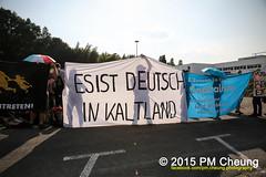 Zweite Krawallnacht in Heidenau - Solidaritätsveranstaltung für Flüchtlinge - 22.08.2015 - Heidenau (Sachsen) - IMG_3059 (PM Cheung) Tags: refugees nazis demonstration sachsen polizei kundgebung proteste hooligans npd neonazis antifa barrikaden 2015 pogrom unterkunft flüchtlinge rassismus rassisten heidenau tränengas freital ausschreitungen s172 antifaschisten solidaritätsveranstaltung sächsischerschweiz rostocklichtenhagen rangeleien pogrome pmcheung pomengcheung lutzbachmann flüchtlingsunterkunft pegida besorgtebürger mengcheungpo 22082015 jürgenopitz heidenauhörtzu antirassistischekundgebung heidenau2208