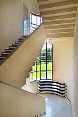 L'escalier (Villa Cavrois, Croix) (dalbera) Tags: france escalier modernisme croix artdco robertmalletstevens dalbera villacavrois lecmn