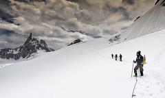 Ghiacciaio del Gigante - Monte Bianco (enrico.pighetti) Tags: italy canon italia neve courmayeur italie montblanc montebianco ghiaccio 4000 valledaosta aiguilledumidi montblancdutacul ghiacciaio dentedelgigante quattromila seracchi crepacci grandcapucin glacierdugéant massicciodelmontebianco rifugiotorino touritaly ghiacciaiodelgigante enricopighetti ghiacciaiodeltacul