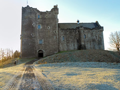 Doune Castle, Scotland (crismdl) Tags: winter snow castle history gelo sunshine scotland highlands europa europe stirling palace medieval aurora castelo neve historical neige inverno chteau middleages castillo amanhecer castlehill esccia glace doune reinounido teith scottishhighlands cosse royaumeuni dounecastle