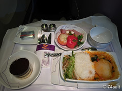 Thai Airways 21/09/15 | SIN/BKK | TG410 | HS-TKO | 777-300ER | Business class (74salt) Tags: cabin c thai boeing 777 firstclass tg businessclass thaiairways cabins 777300er tg410 royalsilkclass hstko