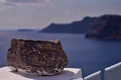 Santorini - Oia  - vue sur la caldera 6 (luco*) Tags: stone pierre santorini greece caldera santorin grèce oia cyclades roche kyklades hellada flickraward flickraward5 flickrawardgallery