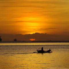 Manila Holidays (Bong Manayon) Tags: pentax philippines ppg manilabay k01 pentaxphotogallery pentaxk01 bongmanayon