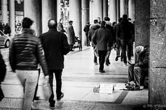Torino - Via Roma (Fabio Insalaco) Tags: torino turin piemonte piedmont italia italy europa europe travel viaggi bianco e nero black white monocromo monochrome canon fabio insalaco street photography people persone gente cielo sky architettura vintage architecture allaperto edificio lightroom photoshop adobe nuvole cloud senzatetto bam barbone carità via roma centro