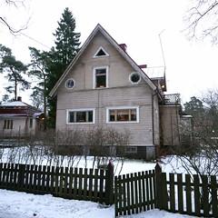 Granfeltintie 4 (neppanen) Tags: sampen discounterintelligence helsinginkilometritehdas helsinki suomi finland päiväno96 reittino96 päivä96 reitti96 kortteli42025 granfeltintie granfeltintie4 talo house building rakennus kulosaari