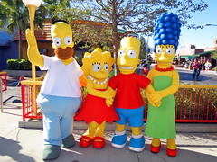 Homer, Lisa, Bart and Marge Simpson (meeko_) Tags: homer lisa bart marge simpson homersimpson lisasimpson bartsimpson margesimpson simpsons thesimpsons characters universalorlandocharacters springfield universal studios florida universalstudios universalstudiosflorida themepark orlando universalorlando