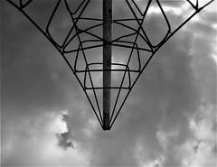 trapezio (imposible?) Tags: blackandwhite trapezoid hanging sky clouds net pallium knots monochrome