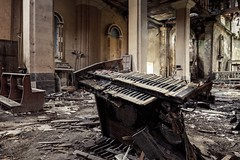 the symphony of destruction (Andy Schwetz - I LOVE DECAY) Tags: urbex lostplace decay abandoned andyschwetz ilovedecay keyboard chiesa church kirche verfall beautyindecay fotografiemünchen verlasseneorte verlassen opuszczony canoneos6d canon1635f40 zukunftohnemenschen apocalyptic