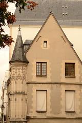 Htel Hrouet (Paris) (cl_p) Tags: paris architecture faade immeuble patrimoine tourelle chauguette pignonsurrue