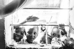 Visages (DeGust) Tags: africa street portrait blackandwhite bw monochrome niger blackwhite kid child noiretblanc profile group streetphotography scene headshot nb ne westafrica enfant groupe westafrika noirblanc afrique visages ner   niamey   scnes scne harobanda 010100  viequotidienne afriquedelouest 010900 lifestylehouseandhome  10009000 nikkor2470mmf28   typedimage   nialga souleykwaara