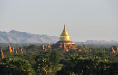 "Bagan: coucher de soleil depuis la pagode Myauk Guni Paya <a style=""margin-left:10px; font-size:0.8em;"" href=""http://www.flickr.com/photos/127723101@N04/23388400505/"" target=""_blank"">@flickr</a>"