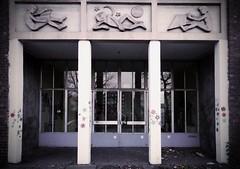 Eingangstr Schule (FotoTrenz NRW) Tags: door eingang angie architektur nrw tor duisburg fassade trenz altesschulgebude