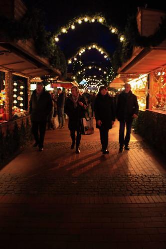 "Auf dem Weihnachtsmarkt (01) • <a style=""font-size:0.8em;"" href=""http://www.flickr.com/photos/69570948@N04/31003560854/"" target=""_blank"">View on Flickr</a>"