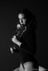 Sesión de Fotos: Garçonne Fashion. EISV (nidiaalvarez16) Tags: modelo escuela imagen sonido vigo eisv aceimar sesion fotos fotografica 2016 caracterizacion años20 plato100 flash rosa garçonne set rojo foto blanco y negro