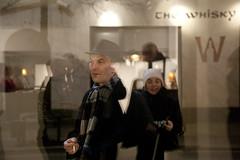 (Beathe) Tags: oslo opening perteljer tegneforbundet exhibition mattias smoking window reflection img0785