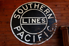 Southern Pacific Lines (~ Lone Wadi ~) Tags: goldfieldarizona southernpacificrailroad southernpacificlines railroad rails sign signage americansouthwest mammothmine