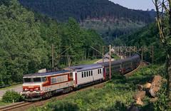 Lutzelbourg, Mai 1997 (Atze auf Achse) Tags: 15000 ec eurocity vauban lutzelbourg lutzelburg ligne1 vosges