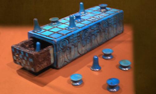 "Senet - Lujoso sistema de objetos lúdicos obsequio del dios Toht a la faraona Nefertari • <a style=""font-size:0.8em;"" href=""http://www.flickr.com/photos/30735181@N00/32399621321/"" target=""_blank"">View on Flickr</a>"