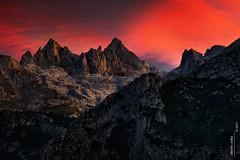 Torrecerredo y Cabrones (Roberto Graa) Tags: light sunset sky mountains luz atardecer asturias cielo montaas alpenglow picosdeeuropa cabrales cabrones torrecerredo macizocentral urrieles peaksofeurope