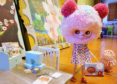 Got our supplies..... (Kewty-pie) Tags: toys miniature doll dress mini blythe neo custom dollphotography toyphotography treeson bubiauyeung cakepop drblythenstein yarnhead atomicblythe ochibits