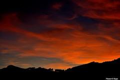 Atardecer en Noviembre (Howard P. Kepa) Tags: atardecer cielo puestadesol anochecer montes eretza