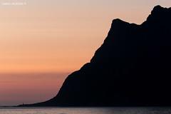 Show is over (Daniel Moreira) Tags: ocean sunset sea sky sun mountains sol praia beach norway gua islands mar norge norwegen cu norwegian midnight noite noruega meia lofoten por norvegia montanhas oceano ilhas noorwegen norvge nordland utakleiv norwegia vestvgya hgskolmen