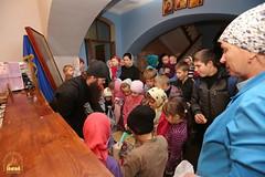 08. Humanitarian assistance for refugees at Svyatogorsk Lavra / Раздача гуманитарной помощи беженцам Лавры